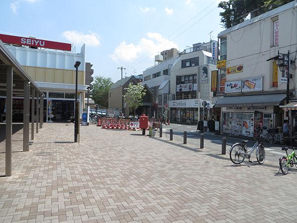 西武池袋線東長崎駅南口を出ます。